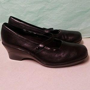 Clarks Black Leather Wedge Mary Janes EUC